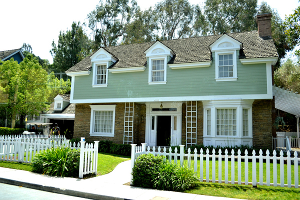 """The Cleavers' House Later Became """"Wisteria Lane"""""""