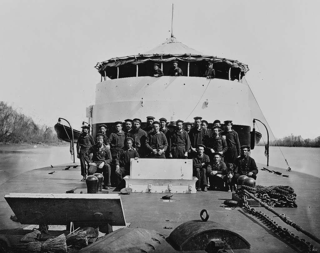 Portrait of the crew on monitor USS 'Saugus,' James River, Virginia, 1863. Photo: Buyenlarge, Getty Images / Archive Photos