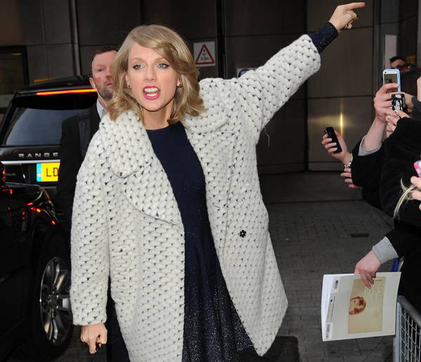 """Taylor Swift: """"I'm Not Sexy!"""""""