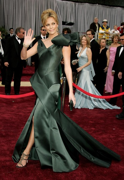 Charlize Theron at the 2006 Oscars